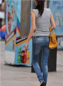 街拍牛仔裤美女,超级模特身材