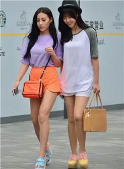 路人街拍:白色连衣裙女孩,肌肤嫩白,不多见的清纯姑娘