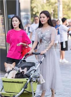 北京街拍, 身材高挑的路人美女, 紧身牛仔凸显好身材!