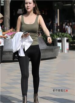 街拍:美女穿瑜伽裤比裸露玉腿更有魅力