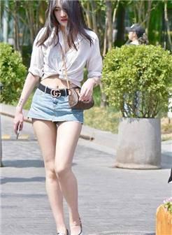 街拍:超短裙容易走光