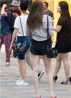 街拍大师摄影高清图片白嫩美腿魔镜小魔女