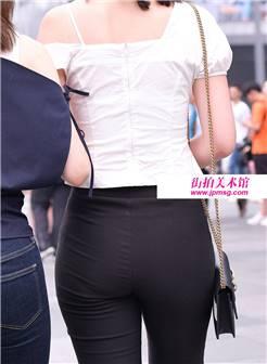 街拍 魔镜原创摄影上的小屁股身材极度丰满,超高跟极度性感