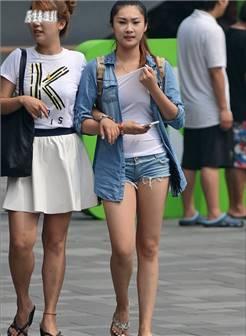街拍:夏末北京性感潮女美腿秀!