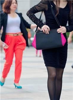 黑色连衣裙黑丝袜时尚美眉-