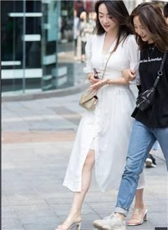 俊风摄影 重庆5月37贴 颜值身材气质不错皮肤白哲诱惑凉高美足街拍