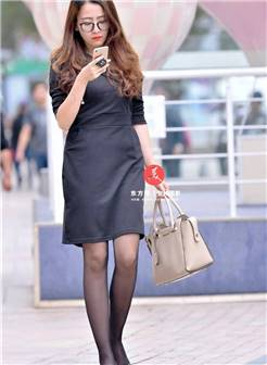 街拍:黑丝袜美女,身材高挑气质优雅!