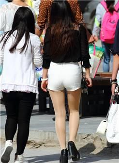 大河北大学园区拍的丝袜少妇,估计不是学生妹
