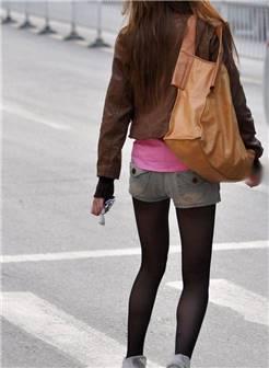 街拍牛仔短裤时尚丝袜美女