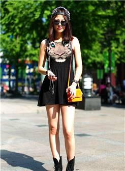 街拍:性感美女青春靓丽的穿搭,时尚感十足!
