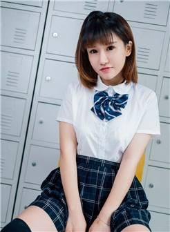 性感学生妹教室比基尼撩衣露臀酥胸爆乳制服