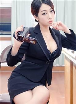 性感美女黑丝美腿勾魂秘书制服诱惑写真