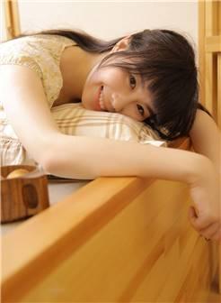 日本素人美女床上娇羞玉足美腿人体大胆诱惑