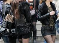 街拍:美女穿的黑色丝袜真性感