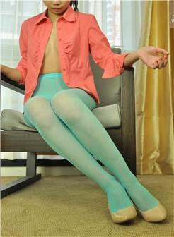 红色衬衫小美女淡蓝色丝袜