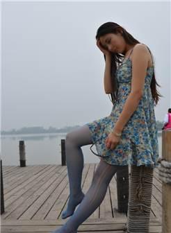 破了的蓝色丝袜 自拍偷拍 黄花大闺女