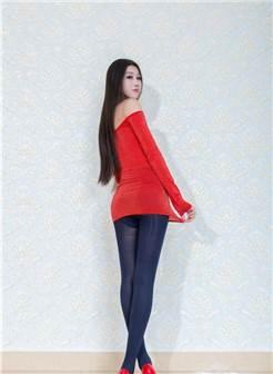 抹胸红色短裙, 深蓝色丝袜, 红色的高跟鞋