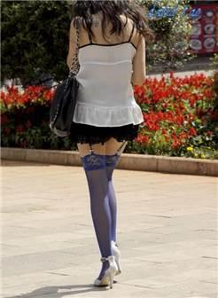 步行街惊现蓝色丝袜女,张张惊艳