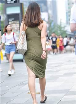 肉嘟嘟的俏少妇满身正能肉肉感十足,穿着紧身长裙好