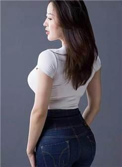 成熟肉肉的少妇, 紧身裤包裹下的身材让人热血沸腾