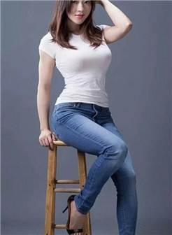 成熟肉肉的少妇, 紧身裤