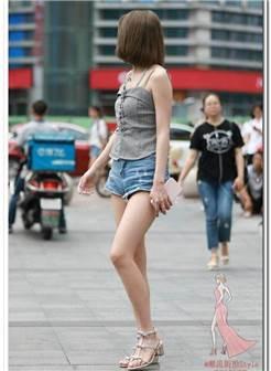 丰满有肉的少妇荷叶裙秀出完美身材,颜值不重要了