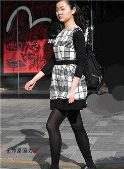 街拍:长腿遇到黑丝——让人百看不厌的黑色丝袜美女