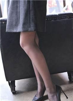性感长腿小姐姐,穿上丝袜高跟鞋女人味十足,太养眼了