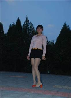 农村女人穿上丝袜高跟鞋