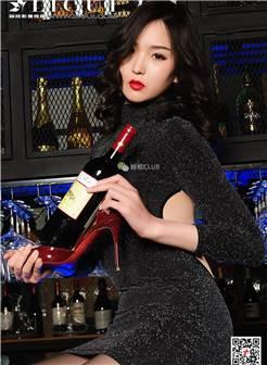 高跟鞋透明丝袜美腿玉足美女小戈酒吧写真图片