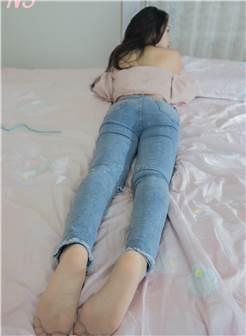 颜值超高的美女丝袜写真机构:ns纳丝摄影