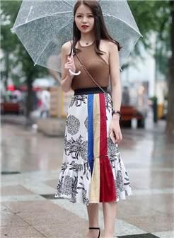 北京街拍:街头美女们露肩又露腰