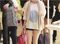 宋慧乔师奶打扮逛商场露粗腿