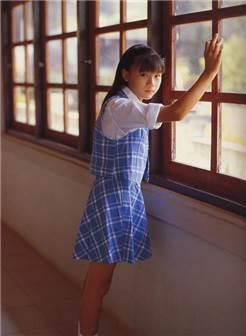 西村理香真实年龄从小受日本人折磨的女孩子