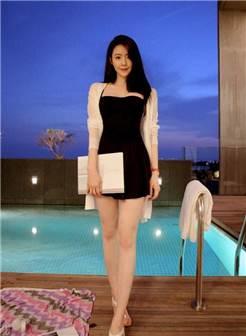 紧身裙美女魅力颜值让你心生涟漪, 身材尽显迷人曲线!