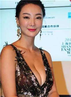 王李丹妮:身材凹凸有致,若隐若现非常性感