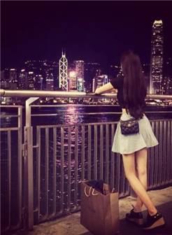 女生背影夜景