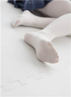 [森萝财团]萝莉r15-047 蓝色高中女生制服短裙加白色丝袜美腿玉足性感