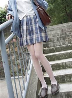 森萝财团jkfun-003性感美女萝莉丝足诱惑 白丝美女双马尾美女套图(3