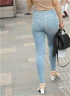身材好的美女牛仔裤背影