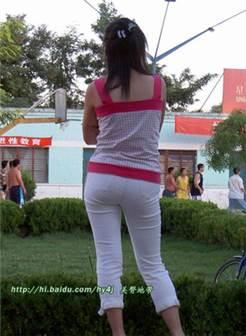 街拍低腰牛仔裤美女