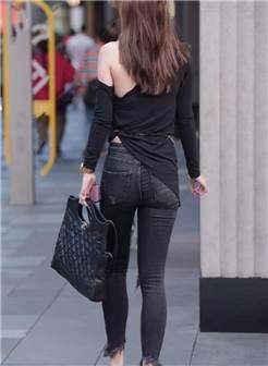 街拍:身材出众的牛仔裤美女,连背影都是那么好看!
