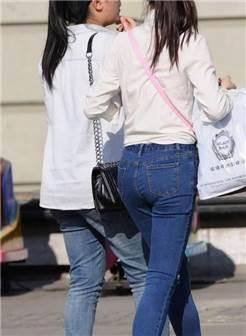 街拍:身材出众的牛仔裤美女,连背影都是那么好看