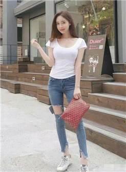 街拍:牛仔裤美女的一个背影,让人恋恋不舍!