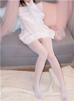 【森萝财团】森萝财团写真 – x-012-beta 露肩毛衣白色裸足[110p-1v