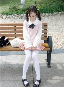路边捕获白丝小萝莉一枚,清纯可爱的服装搭配