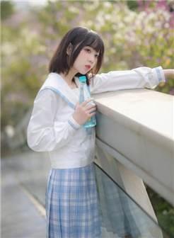 jk制服白丝短袜少女