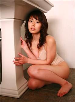爱蜜社大奶模特丰满美女被干高潮的图片