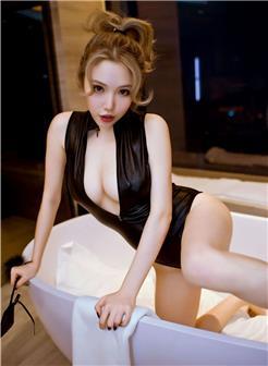 妮小妖浴室开胸死库水巨乳写真