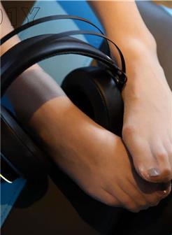 美女丝袜透明诱人美足玉腿腿玩年写真